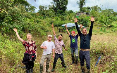 Erfahrene Regenwaldschützer und junge Forscher als Team in der Reserva Kinkajou